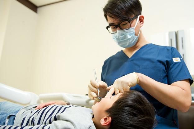 矯正・インプラント・審美なら鳥取市青谷町の宮田歯科医院/いつ矯正を始めるべきですか?